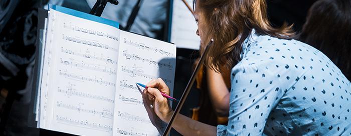 Atelier de composition et master class d'interprétation pour orchestre, l'académie 2018. Une musicienne de l'orchestre © Ircam, Quentin Chevrier