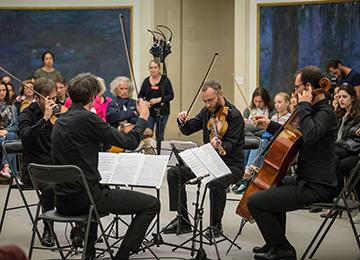 Le                                                            Quatuor Béla                                                            dans la salle                                                            des Nymphéas                                                            au Musée de                                                            l'Orangerie ©                                                            Opale Prod /                                                            Quentin                                                            Woloch