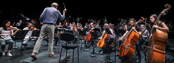Beat                                                            Furrer qui                                                            dirige                                                            l'Ensemble                                                            intercontemporain                                                            et l'Ensemble                                                            ULYSSES lors                                                            de l'académie                                                            du festival                                                            ManiFeste-2018                                                            © Ircam, photo                                                            : Quentin                                                            Chevrier