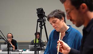 Georgia Spiropoulos dans les studios de l'Ircam avec le pianiste Alvise Sinivia