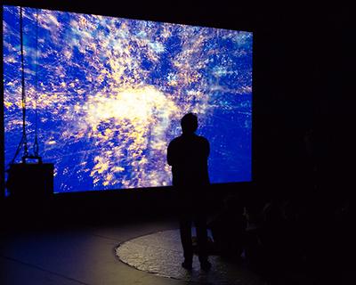L'installation Pockets of Space dans la grande salle du Centre Pompidou © Hervé Véronèse