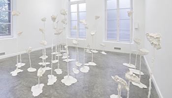 Œuvre                                                            deSara                                                            Masüger,                                                            Dictations                                                            (2015)                                                            Acrystal,                                                            Acier. FRAC                                                            Auvergne