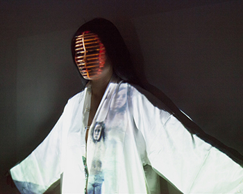 Trami Nguyen en résidence en recherche artistique à l'Ircam, performance Tsuki (2014) à Berlin © Marikel Lahana