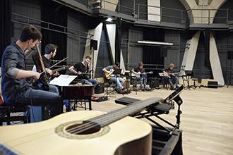 Le groupe Open Source Guitar en répétition en Allemagne