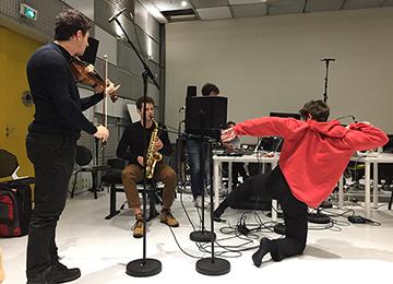 Session d'improvisation et électronique entre les étudiants du Cursus et les danseurs du Cnsmdp en studio à l'Ircam © Ircam-Centre Pompidou, photo : Déborah Lopatin