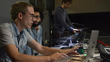 Les jeunes Cursus en répétition au Centre Pompidou pendant ManiFeste-2017